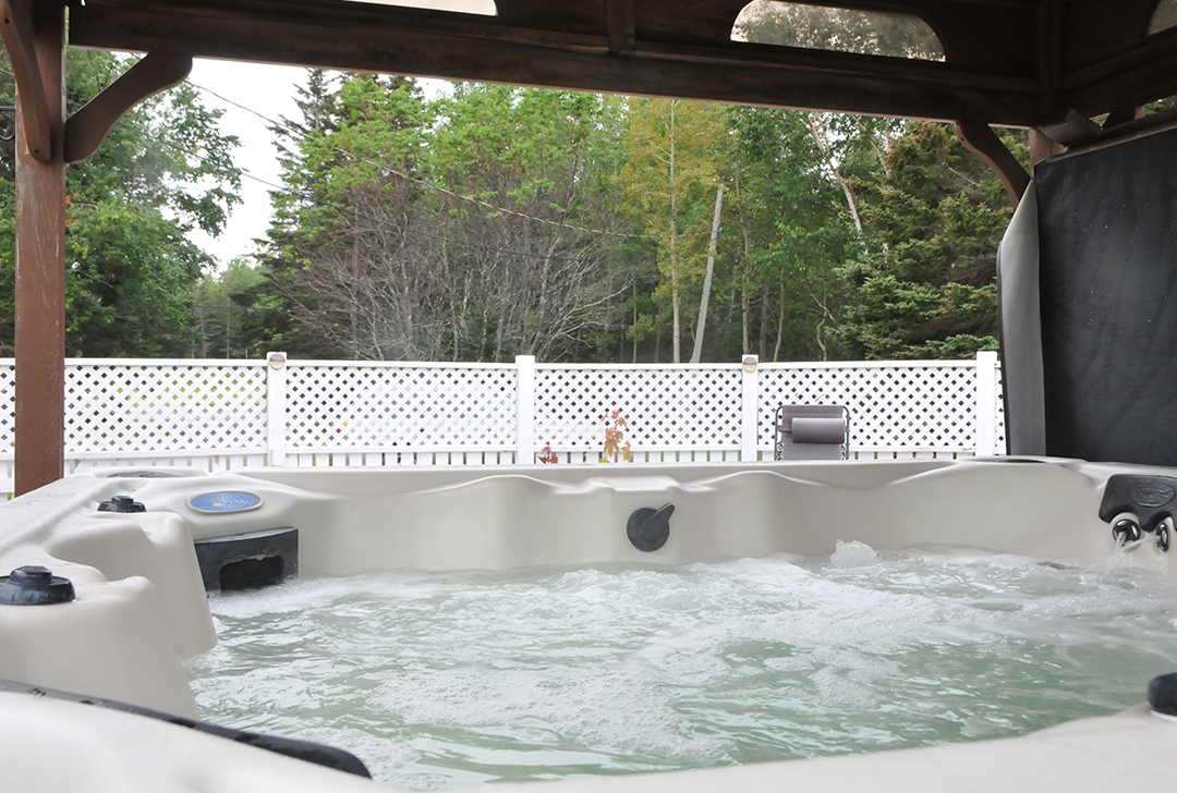 Relaxer dans un spa au Domaine Annie-sur-mer en Gaspésie